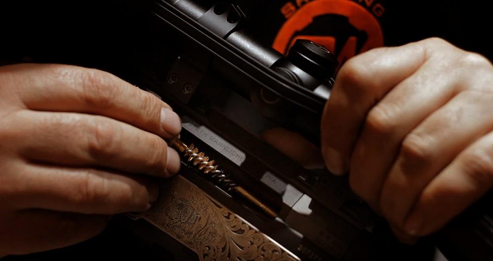Alapos fegyvertisztítás, fegyvertisztítás, fegyverkarbantartás, fegyvertisztító kefe, bronzkefe, fegyvertisztító pálca, fegyverolaj, raetz kefe, raetz,